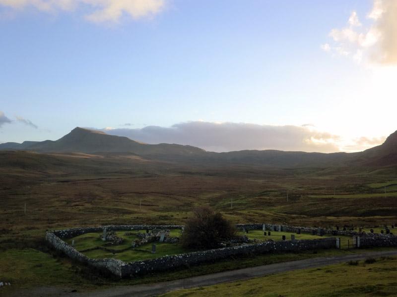 Kleiner Friedhof im Zentrum von Skye