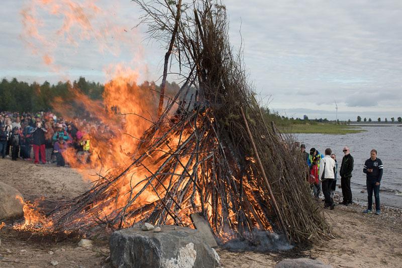 Das Feuer lodert