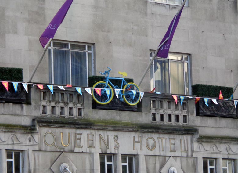 Fassade des Victoria Hotels in Leeds