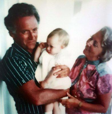 Autorin Nicola mit ihren Großeltern