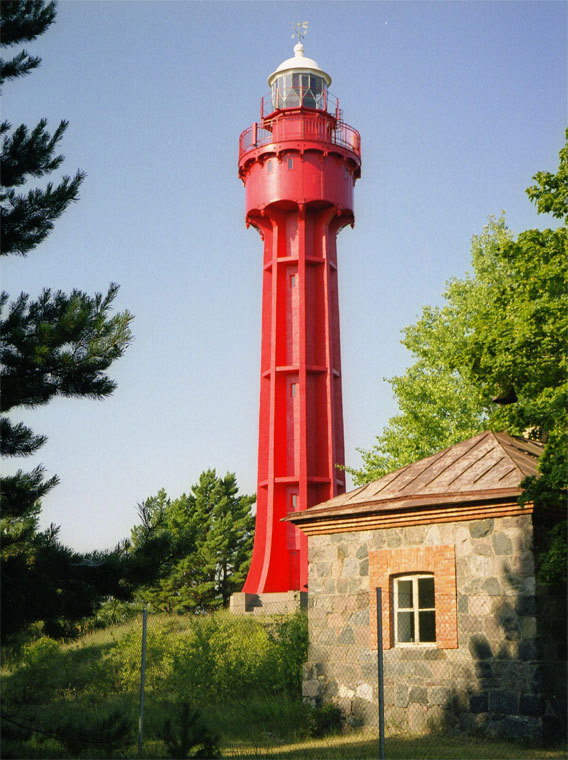 Der rote Leuchtturm von Ristna