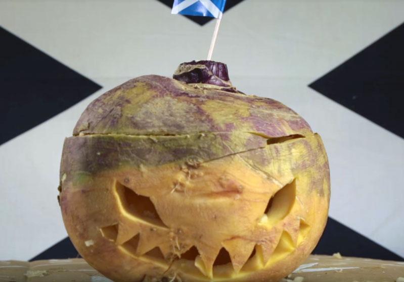 Kohlrübenlaterne zu Halloween