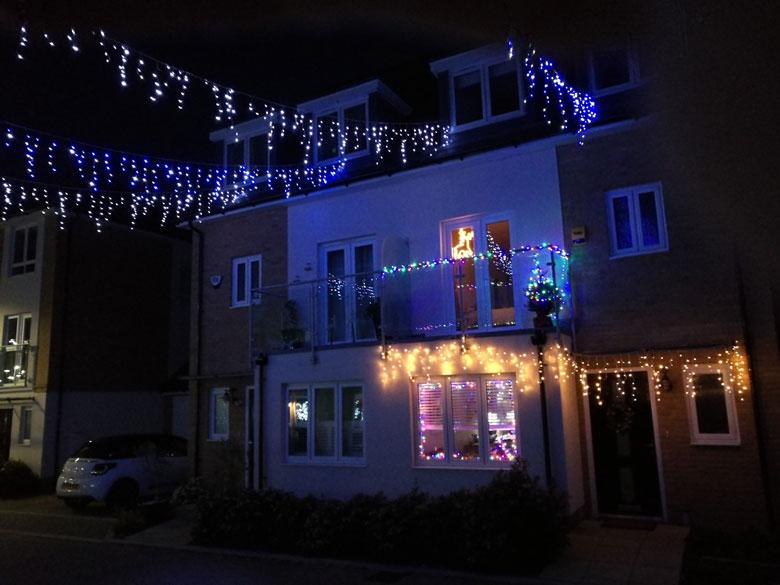Weihnachtslichter am Haus