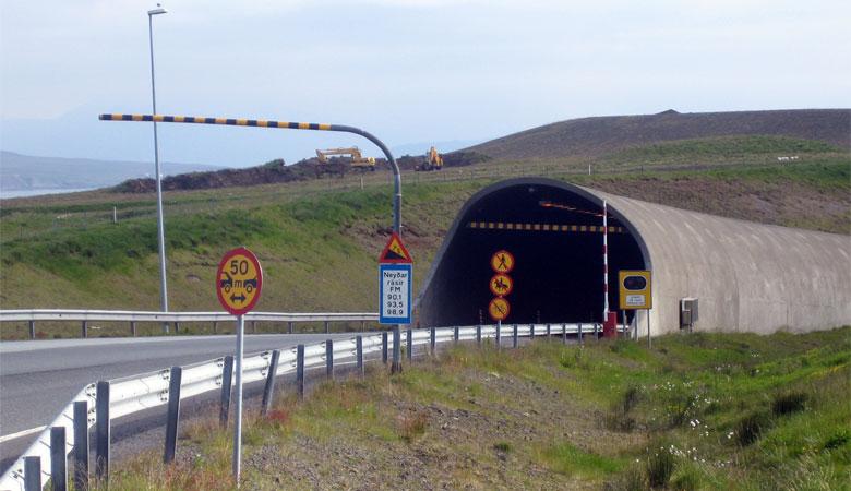 Hvalfjarðargöng (Hvalfjörður-Tunnel)