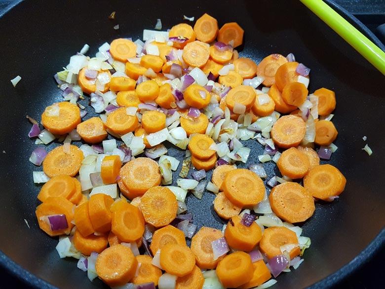 Wenn etwas weich, Karotten und Knoblauch dazu