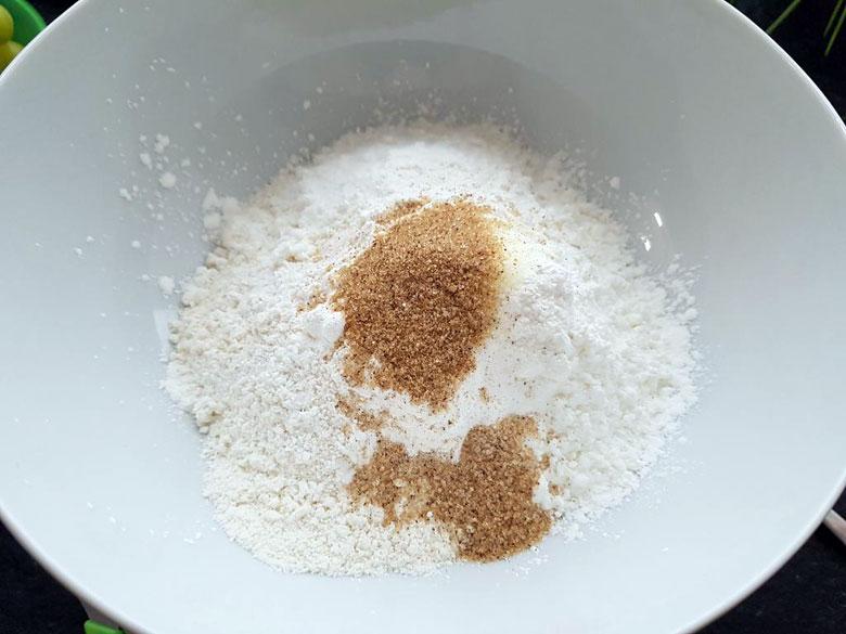 Mehl mit Vanille und Backpulver und Salz