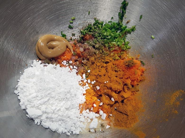 Puderzucker, Schnittlauch, Senf und Curry