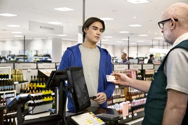 Schweden trinken weniger Alkohol, Umsätze bei Systembolaget steigen dennoch