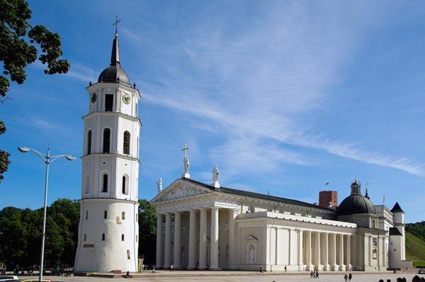 Letten und Esten kommen am 16. Februar kostenlos nach Litauen
