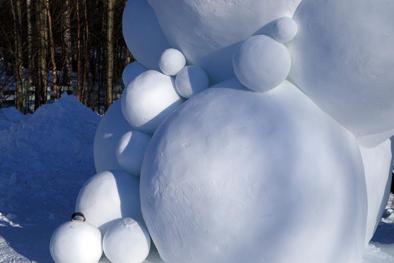 Schneeskulptur Dancing Bubbles