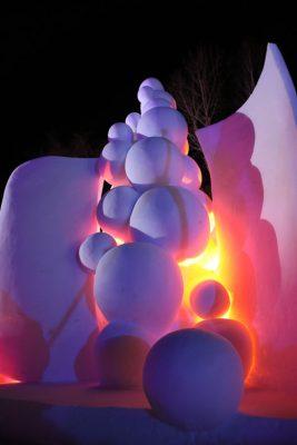 Dancing Bubble Schneeskulptur