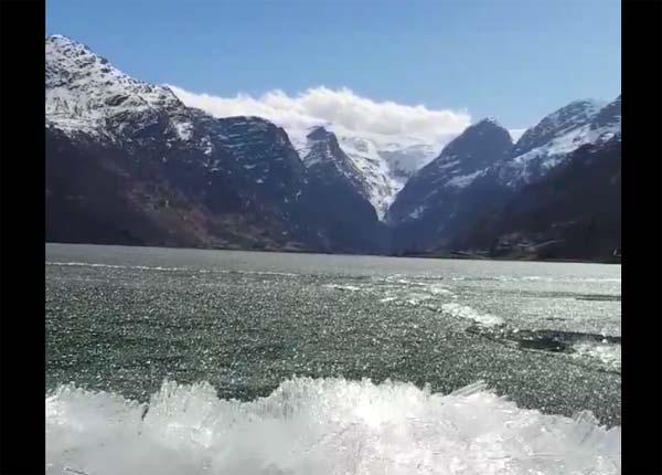 Naturphänomen: Besondere Eisschmelze an einem See in Norwegen – Video