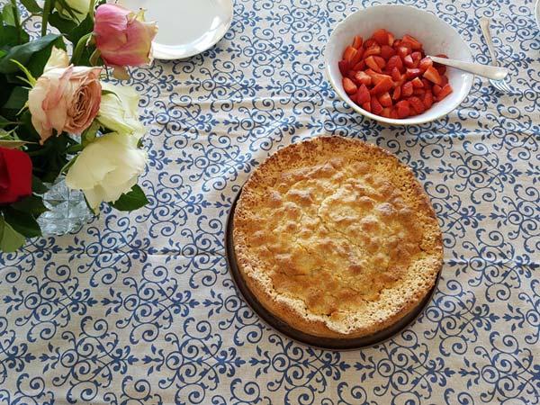 Rhabarberkuchen mit Streuseln – Rezept aus Lettland