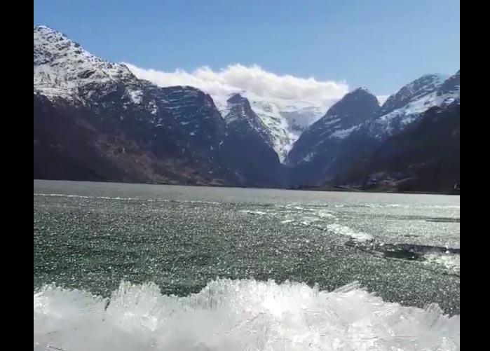 Eisschmelze Oldevatnet Norwegen