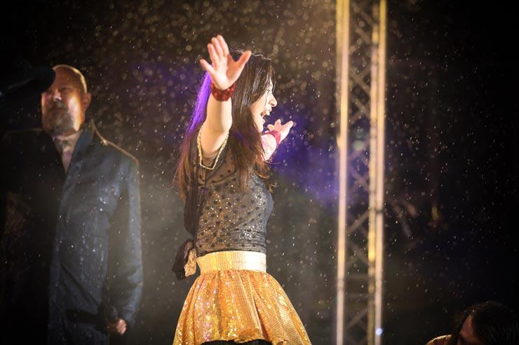 """Nanami """"Seven Seas"""" Nagura Luftgitarren-Weltmeisterin"""