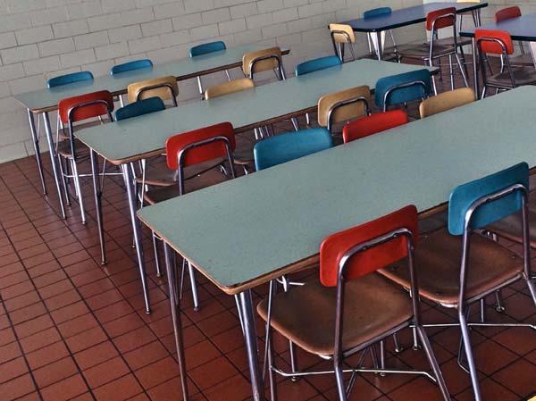 Schüler schlagen kostenloses Mittagessen an Schulen aus