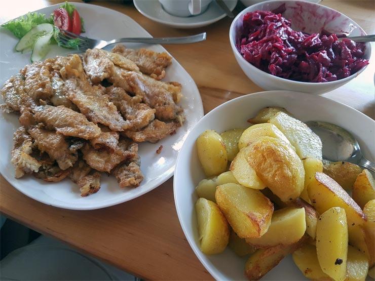 Frittierter Fisch mit Bratkartoffeln