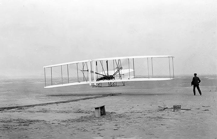 erstee motorisierter Flug