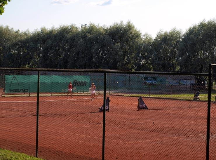 Tennis spielen am Viljandi-See