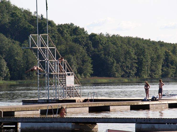 Turmspringen am See