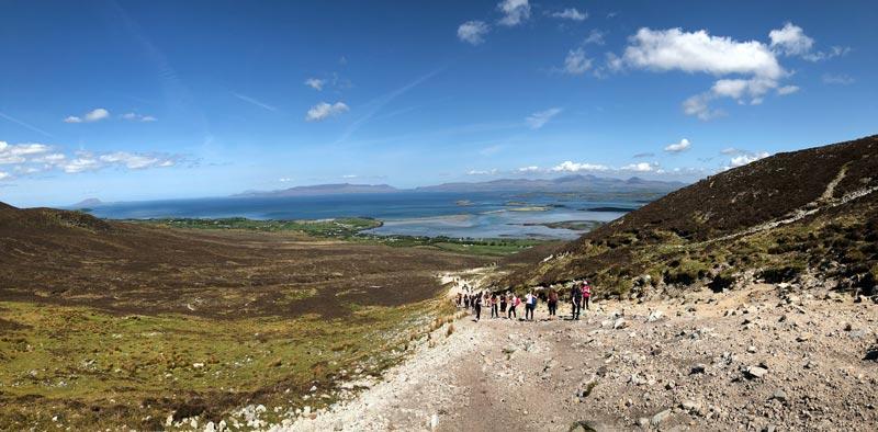Blick auf den Wanderweg des Croagh Patrick