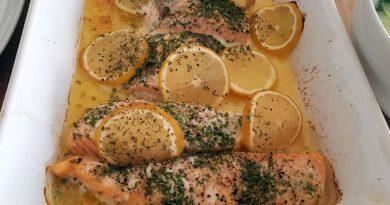 Ofenlachs mit Gurkensalat – Rezept aus Norwegen