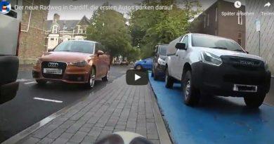 Der neue Radweg in Cardiff kurz vor Vollendung, die ersten Autos parken darauf