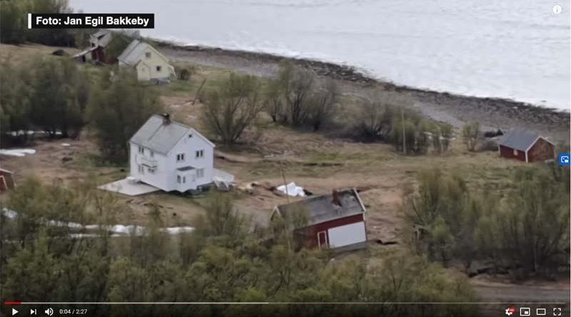 Unfassbar: Erdrutsch in Nordnorwegen versenkt Häuser im Meer (Video)