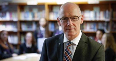 """Minister: """"Gut möglich, dass Studenten an Weihnachten nicht nach Hause dürfen"""""""