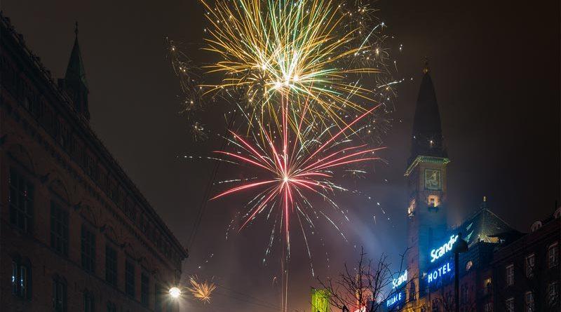 Silvester Dänemark Feuerwerk Rathausplatz Kopenhagen