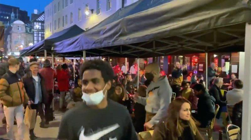Feiern in Großbritannien nach Lockdown