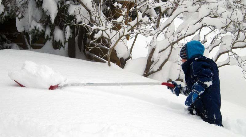 Schnee schippen in Norwegen